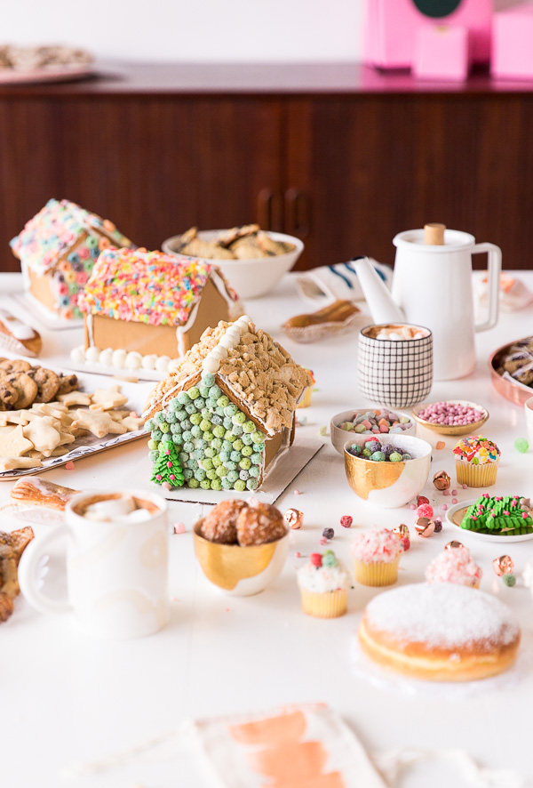 A holiday cookie swap! Complete with gingerbread houses, spiked hot chocolate, and SO many cookies! Click through for a few recipes and holiday entertaining inspiration. #cookieswap #gingerbreadhouse #christmas #holiday #holidayentertaining