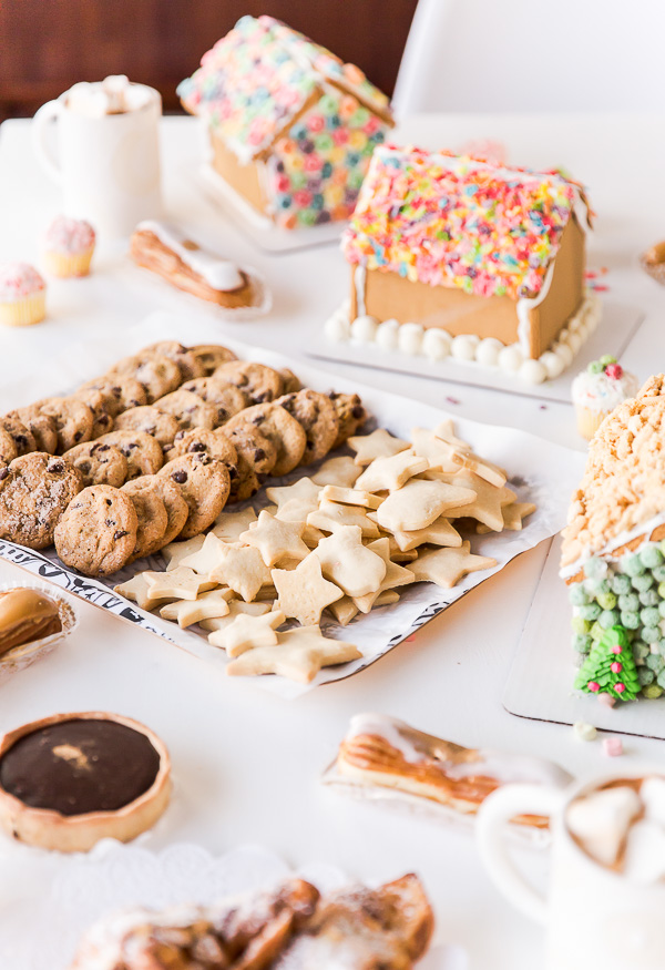 A holiday cookie swap! With recipes and cookie decorating ideas. #cookieswap #sweets #dessert #christmas #holiday