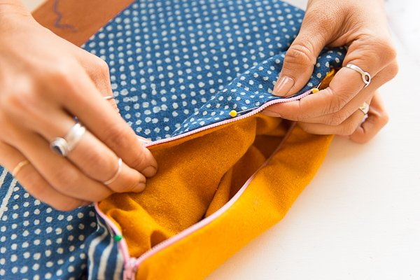 How to Sew a (Patchwork) DIY Foldover Clutch. #clutch #diy #tutorial #sewing #sewingproject #patchwork #howto #fashionaccessories