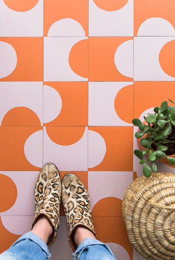 This DIY floor tile is so minimal and vibrant. Click through for the step by step instructions, on a budget. #flooring #pattern #modern #cementtile #tilepattern #colorcombo #ihavethisthingwithfloors