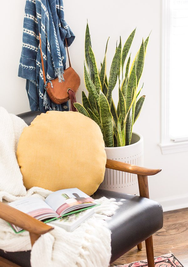 How to Sew a DIY Circle Pillow in Just a Few Minutes