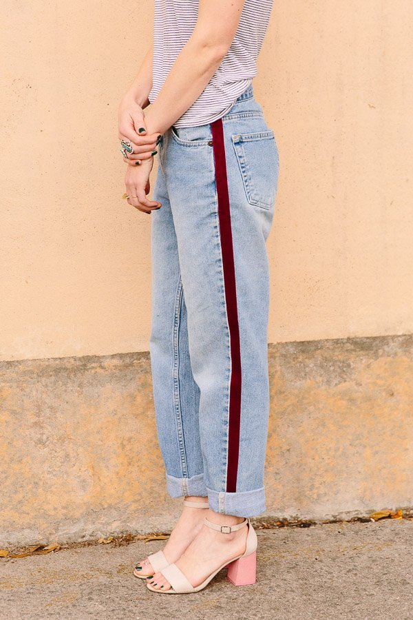 DIY side-stripe pants. They're no-sew! Click through for the tutorial. #nosew #pants #stripes #fashion #fashiondiy #diy #tutorial