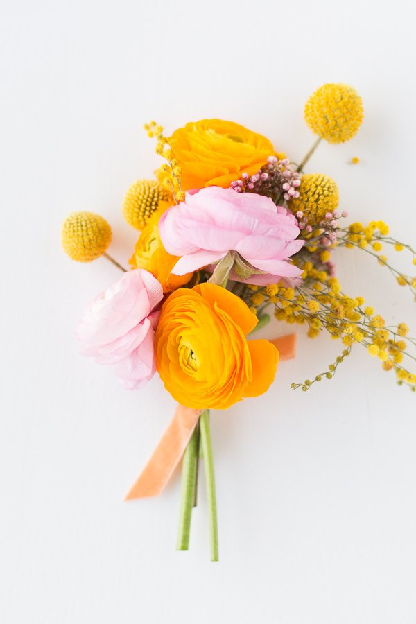 Spring mini florals (bouquet and boutonniere recipes for weddings and everyday entertaining) #flowers #florals #spring #springflorals #bouquet #ranunculus #diy