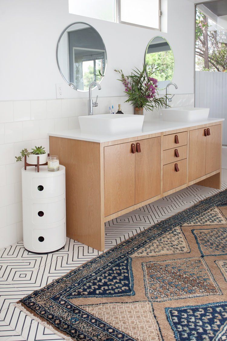 Upgrading your vanity hardware is a great way to freshen up your outdated bathroom. Want to find out other ways to makeover your bathroom? Check out 13 Easy Ways to Freshen Up Your Bathroom. #vanity #hardware #bathroom #interiors #tips #makeover #affordable #bathroomupgrade