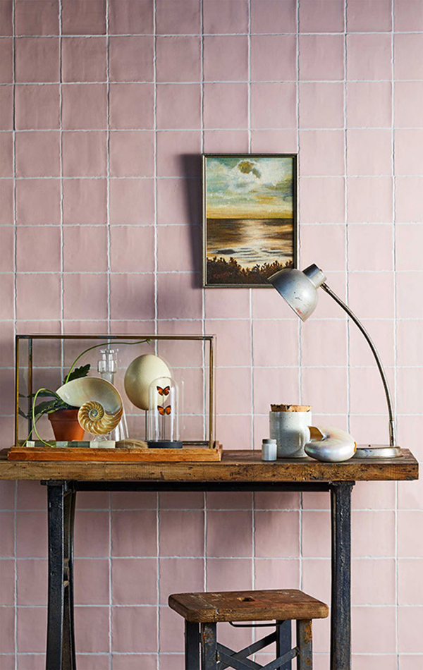 Dusty pink tile walls. Yep, sure - when they look like this! #tiling #tilework #interiors #dustypink #uniquetilework