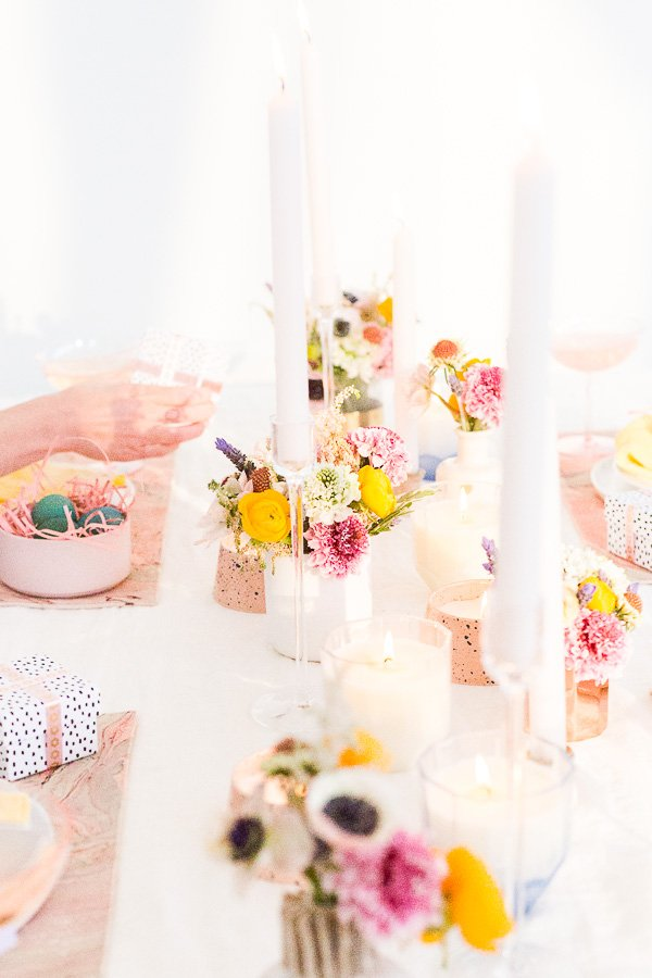 Spring Up: 6 Simple Tablescape Ideas for Spring and Easter Entertaining. #entertaining #modernentertaining #easter #pastels #flowerpower #floralcenterpiece #diy