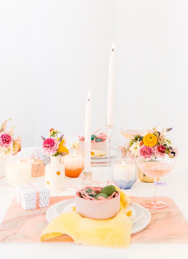 Spring Entertaining Ideas! Click through for all 6 simple tablescape ideas for spring and Easter entertaining. #entertaining #modernentertaining #easter #pastels #flowerpower #floralcenterpiece #diy