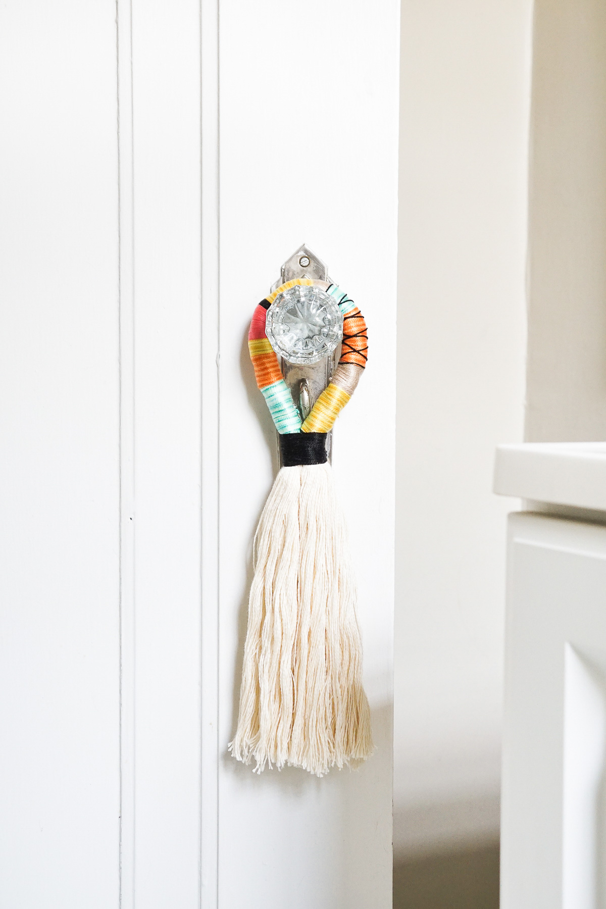 For the Mom who loves chic interiors: DIY door tassels from Sugar & Cloth. Check out my ultimate Mother's Day Gift Guide: Gifts You Can DIY for more ideas! #mothersday #giftideas #diygifts