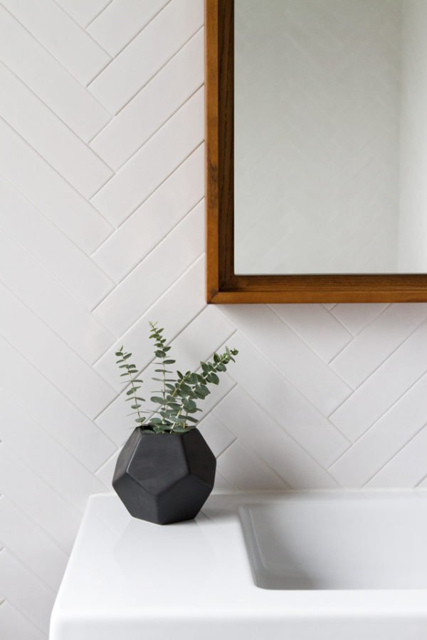 Sarah Sherman Samuel's bathroom is complete with a vase of eucalyptus for a fresh scent. 11 Steps to Resort Decor: How to Bring Vacation Vibes Home When You Can't Get Away #resortdecor #eucalyptus #homescents #bathroom