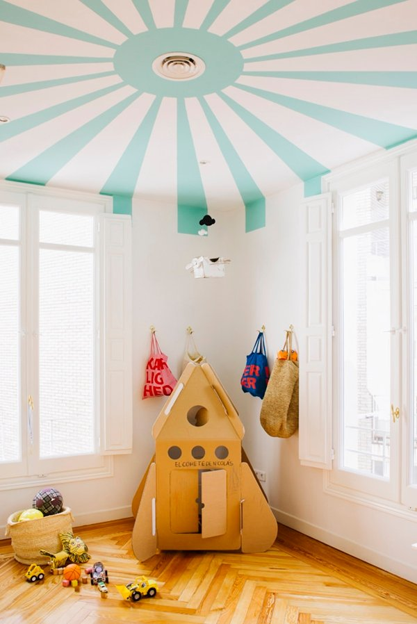 What do you think of the painted ceiling trend? This circus-inspired paint job is super cute for a little kids room. #paintedceiling #kidsroom #coollkidsroon #interiors