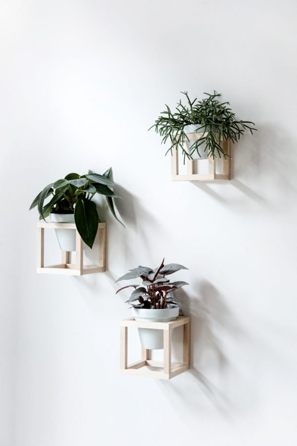 Wall planter trio from Craftifair. Check out 23 Planters You Can DIY! #plants #diyplanter #planter #pots