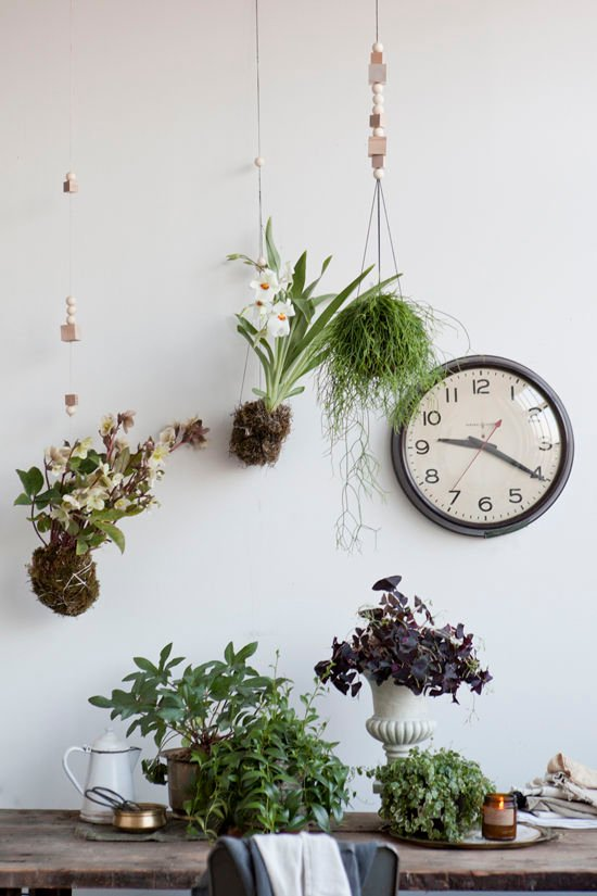 Japanese string garden hanging planters from Designlovefest. Check out 23 Planters You Can DIY! #plants #diyplanter #planter #pots