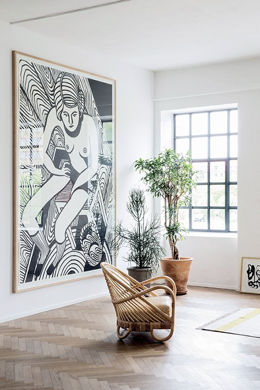 Add some oversized artwork to your space to get the Resort Decor look. 11 Steps to Resort Decor: How to Bring Vacation Vibes Home When You Can't Get Away #resortdecor #largeart #wallart #tropical