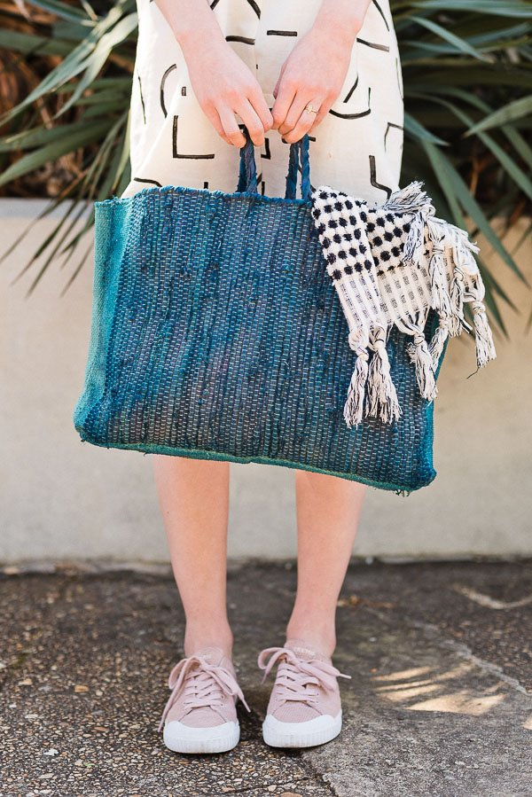 Summer DIY to Try! How to Make a Sewn Beach Bag (or Market Tote) for Summer. #sewing #diy #diybag #beachbag #summerdiy
