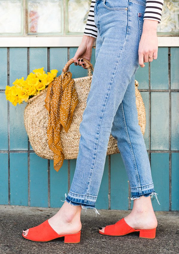 DIY drop hem jeans! You can recreate this project using jeans you already have too! Click through fro the tutorial. #denimdiy #drophem #diy