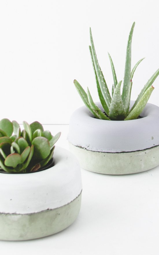 See how to make these easy concrete planters. Check out 23 Planters You Can DIY! #plants #diyplanter #planter #pots