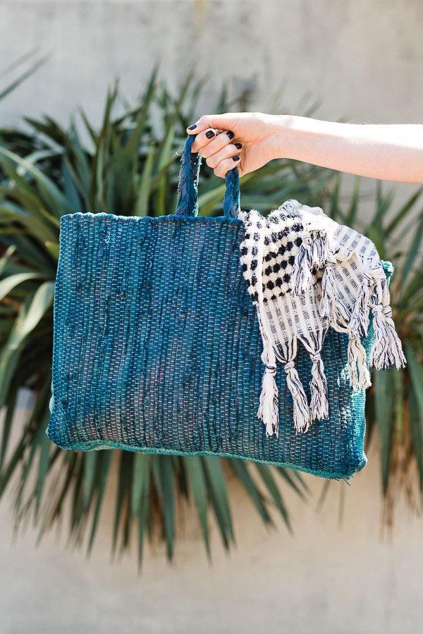 Summer DIY to Try: How to Make a Sewn Beach Bag (or Market Tote). #sewing #diy #diybag #beachbag #summerdiy
