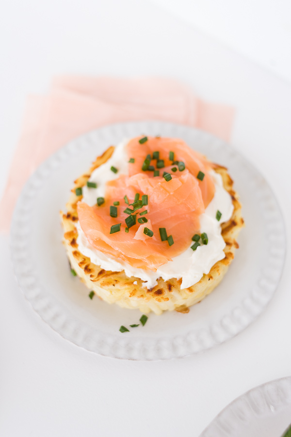 Savory hash brown nests 3 ways at your next brunch (this one is salmon, chives, and cream cheese). Click through for the recipe! #breakfast #brunch #recipe #hashbrowns #uniquehashbrown