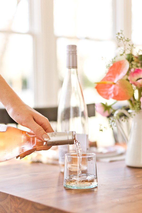How to throw a (minimal) spring dinner party - drink up! #spring #dinnerparty #entertaining #springentertaining