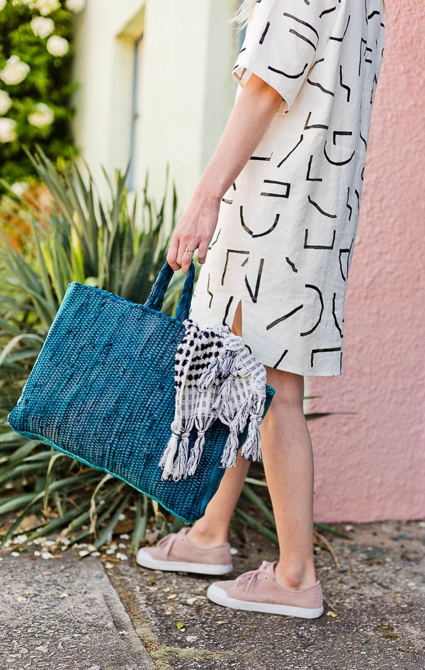 Sewn of a Beach: How to Make a Sewn Beach Bag (or Market Tote) for Summer. #sewing #diy #diybag #beachbag #summerdiy