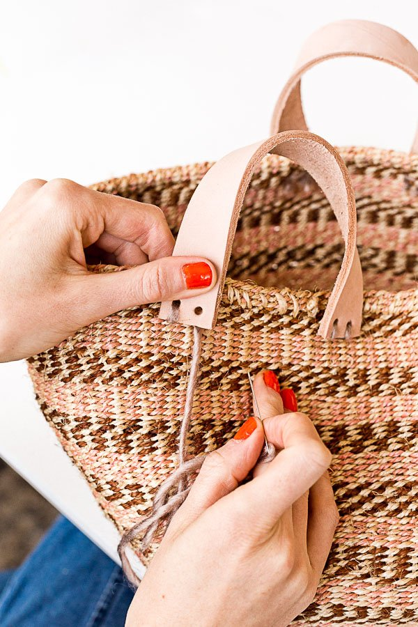 How to make a basket bag for summer! I love this tutorial because it's so easy and you can use almost any basket! Click through for the tutorial. #diyfashion #diybag #diysummer #summerdiy #diy #weekendproject