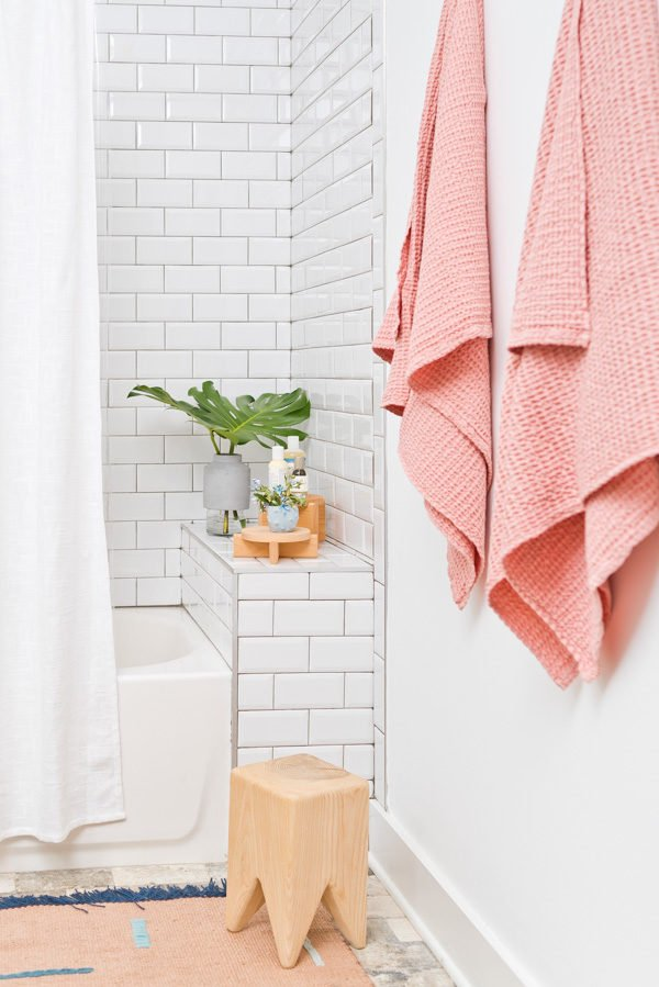 Must-Have Essentials for Every Guest Bathroom! Click through for bathroom essentials from Brittni Mehlhoff of Paper and Stitch and a sneak peek into her minimal guest bath with pops of pink. #bathroominspo #minimalbathroom #modernbathroom #bathroomstyle