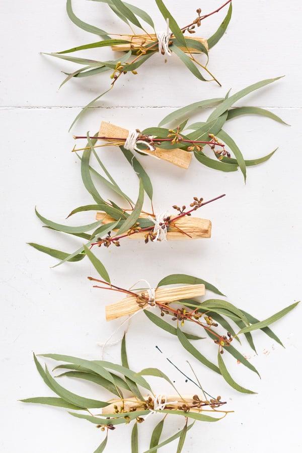 DIY eucalyptus palo santo bundles as gifts and wedding favors from Paper and Stitch. Click through for more. #palosanto #incense #diyincense #diystressrelief #diyweddingfavor #diygift