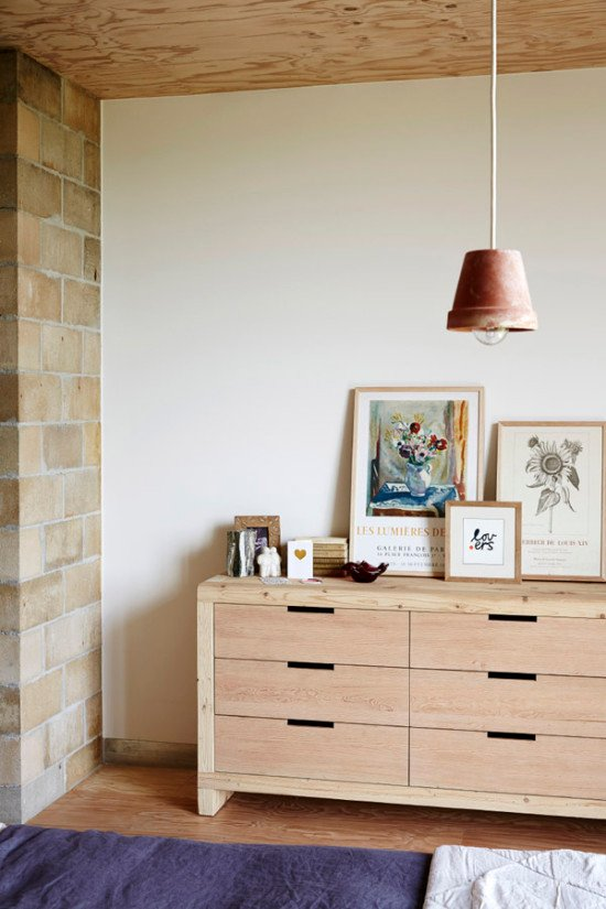 Make a DIY pendant light out of a terra cotta pot. Interior Obsession: I Spy 8 Lighting Trends You Can Totally DIY #lighting #terracotta #potlight #outdoor #lightingideas #diyideas