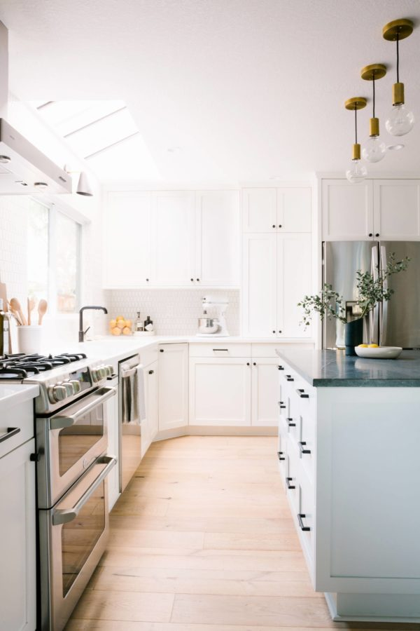 Grab a light kit and some oversized globe lights to recreate these kitchen pendants. Interior Obsession: I Spy 8 Lighting Trends You Can Totally DIY #lighting #kitchenlighting #oversizedlightbulbs #brass #emilyhenderson