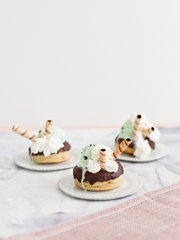 Mint chocolate chip donut sundaes. #dessert #dessertrecipes #easydesserts #icecream #mintchocolatechip #donuts #icecreamsundaes