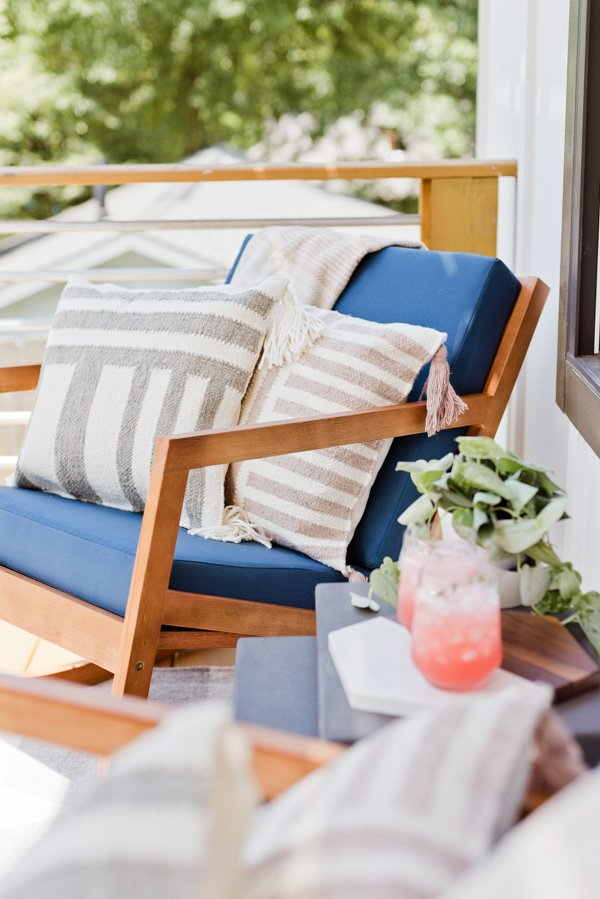 Have a tiny front porch? Click through for a little inspiration for decorating a small outdoor space. #frontporchreveal #outdoorreveal #outdoormakeover #frontporchmakeover