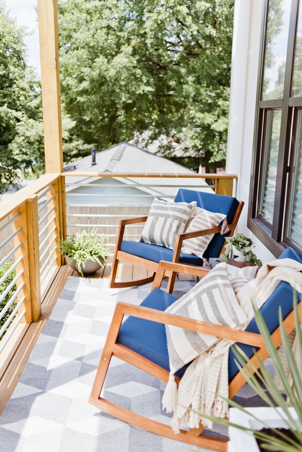 The front porch makeover of Brittni Mehlhoff of Paper and Stitch. This small outdoor space that went from completely bare to cozy modern with just a few items. #frontporchreveal #outdoorreveal #outdoormakeover #frontporchmakeover #beforeafterhome #porchmakeover