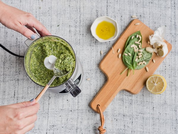Make an easy pesto for a simple summer salad. #easysummersalad #makingpesto #summersaladrecipe