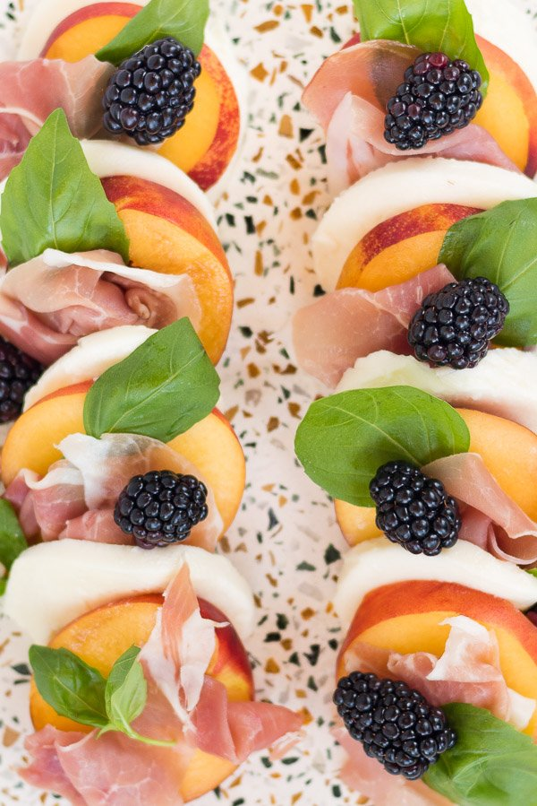 Yum! Try this peach and prosciutto caprese salad recipe with a blackberry balsamic reduction. Yum! #summerrecipe #summersalad #stonefruit #stonefruitrecipe #peaches #blackberries