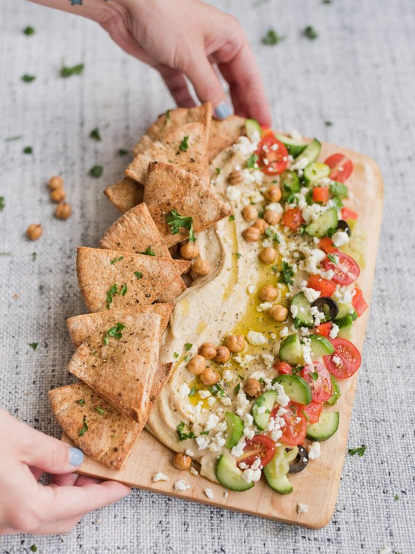 A greek hummus board idea that is as pretty as it is delicious! Click through for all 3 easy summer salad recipes perfect for entertaining. #summersalads #saladrecipe #summerrecipe #hummus #hummusboard