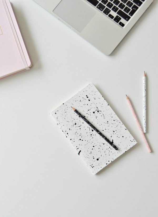 Splatter notebook and pencil DIY. Click through for all 24 unique back to school ideas. #backtoschool #backtoschooldiy #diy #diyideas #backtoschoolideas