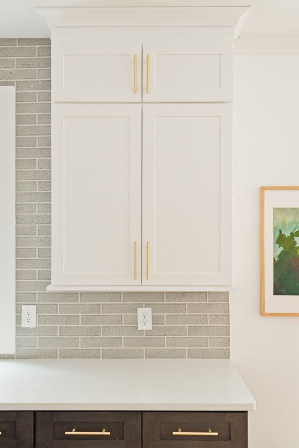 Before photos for a modern kitchen makeover (and all the ideas are renter friendly)! #beforekitchen #kitchenmakeover #kitcheninspiration #renterfriendlymakeover
