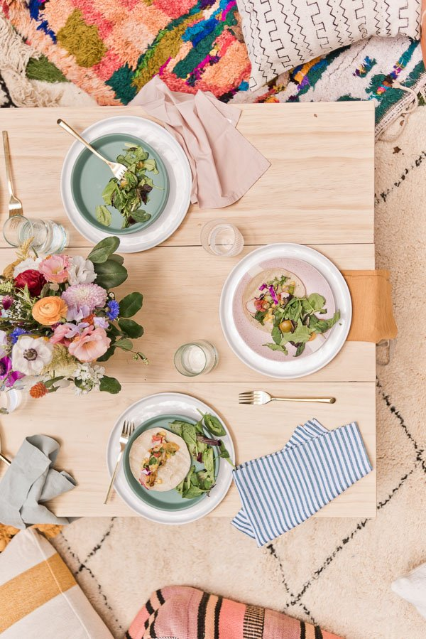 How to throw the perfect end of summer get-together. Click through for entertaining tips from Brittni Mehlhoff of Paper and Stitch. #summerentertaining #entertainingideas #entertainingtips #dinnerparty #outdoorentertaining #overheadtable #outdoorpicnic