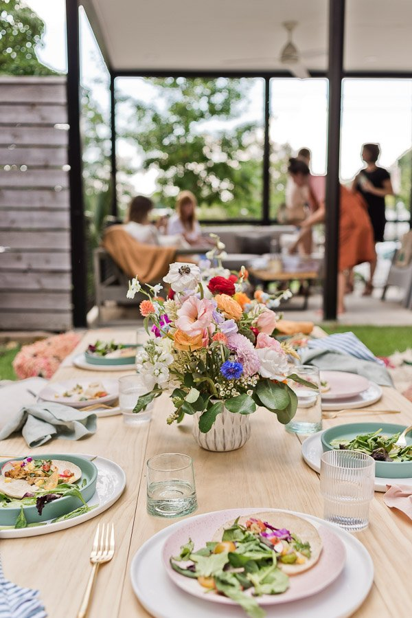 Tips for throwing the perfect end of summer get-together. Click through for entertaining tips from Brittni Mehlhoff of Paper and Stitch. #summerentertaining #entertainingideas #entertainingtips #dinnerparty #outdoorentertaining