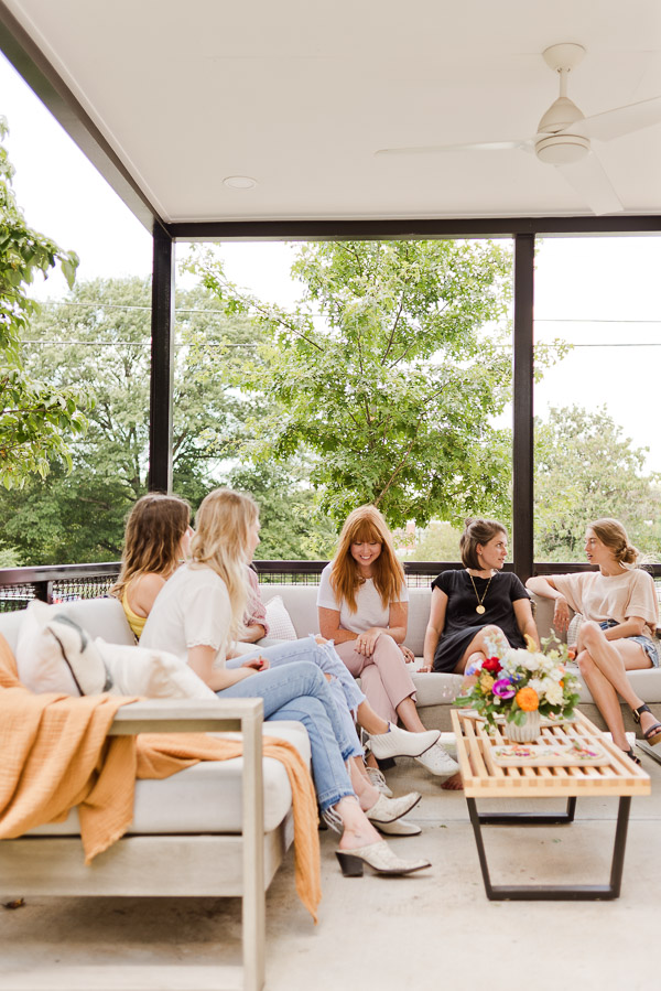 How to throw the perfect end of summer get-together. Click through for entertaining tips from Brittni Mehlhoff of Paper and Stitch. #summerentertaining #entertainingideas #entertainingtips #dinnerparty #outdoorentertaining