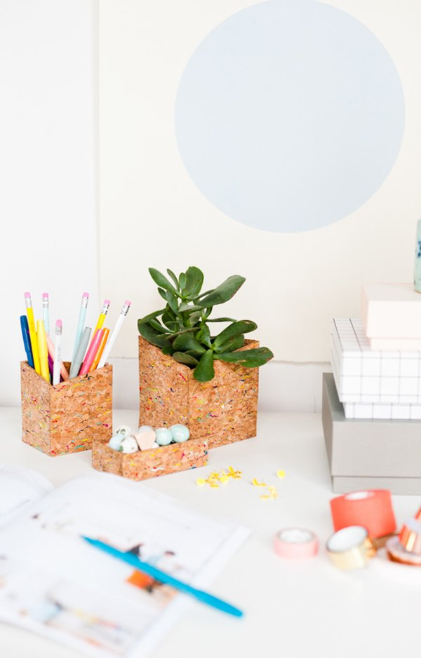 Cork DIY desk organizers for back to school. Click through for all 24 unique back to school ideas. #backtoschool #backtoschooldiy #diy #diyideas #backtoschoolideas