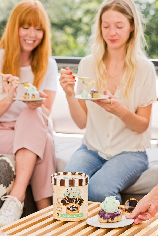 How to throw the perfect end of summer get-together, with ice cream! Click through for entertaining tips from Brittni Mehlhoff of Paper and Stitch. #summerentertaining #entertainingideas #entertainingtips #dinnerparty #outdoorentertaining