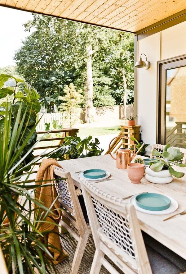 My Back Porch Makeover / Progress - Paper and Stitch. #porchmakeover #outdoorinspiration #modernoutdoorliving #organicmodernliving #outdoormakeover #outdoorentertaining