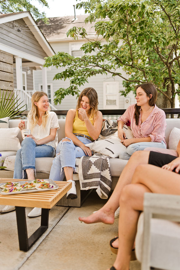 How to throw the perfect end of summer get-together. Click through for entertaining tips from Brittni Mehlhoff of Paper and Stitch. And recipes too! #summerentertaining #entertainingideas #entertainingtips #dinnerparty #outdoorentertaining