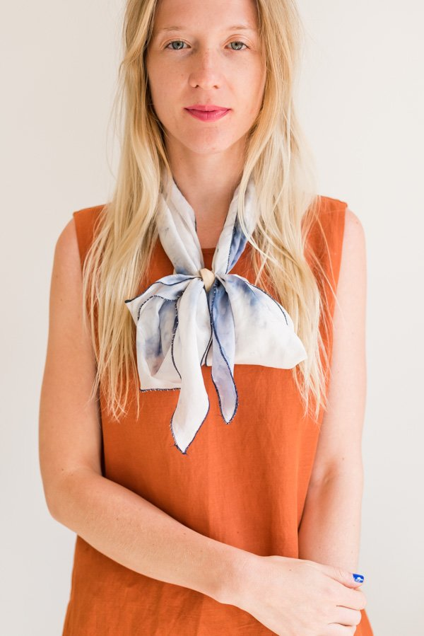 How to style 'the bowtie'. Click through for all six ways to style a silk scarf, with step by step photos for recreating each look at home. #scarfstyling #howtostylescarf #silkscarf #fashiondiy #fashionstyling