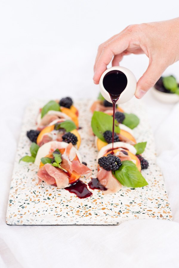 Summer salad recipe! Try this peach and prosciutto caprese salad with a blackberry balsamic reduction. Yum! #summerrecipe #summersalad #stonefruit #stonefruitrecipe #peaches #blackberries