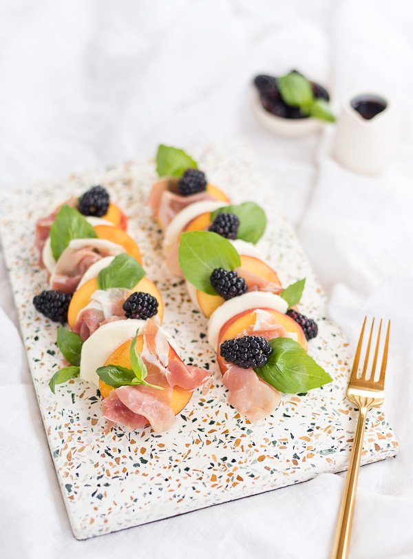 Try this peach and prosciutto caprese salad recipe with a blackberry balsamic reduction. Yum! #summerrecipe #summersalad #stonefruit #stonefruitrecipe #peaches #blackberries