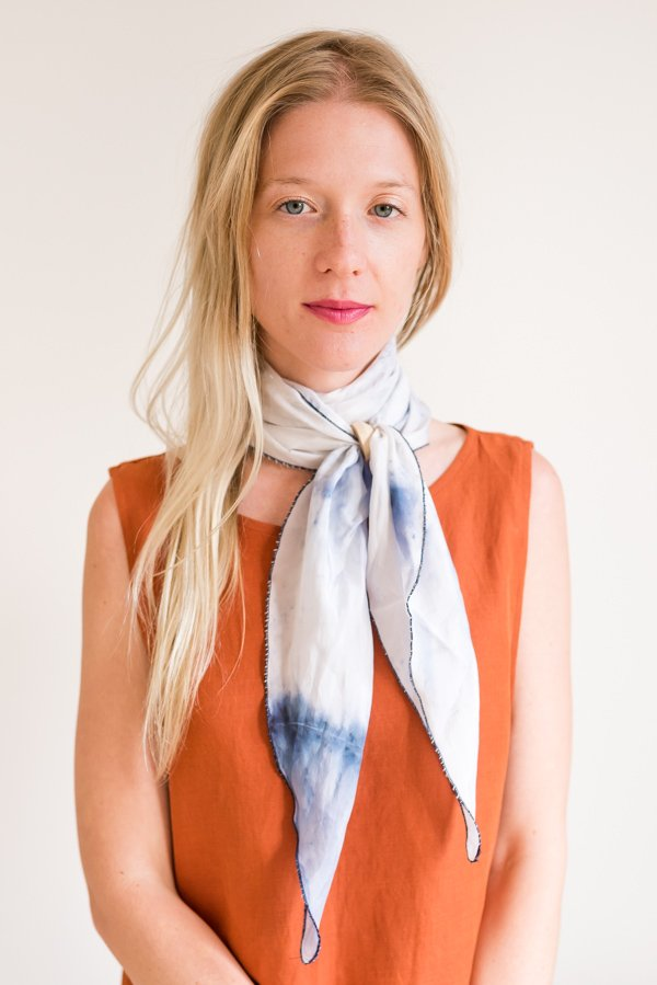 How to style 'the double wrap necktie'. Click through for all six ways to style a silk scarf, with step by step photos for recreating each look at home. #scarfstyling #howtostylescarf #silkscarf #fashiondiy #fashionstyling