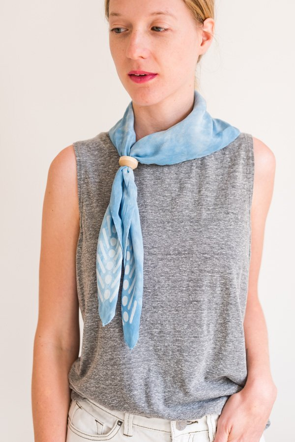 How to style 'the triangle bolo'. Click through for all six ways to style a silk scarf, with step by step photos for recreating each look at home. #scarfstyling #howtostylescarf #silkscarf #fashiondiy #fashionstyling