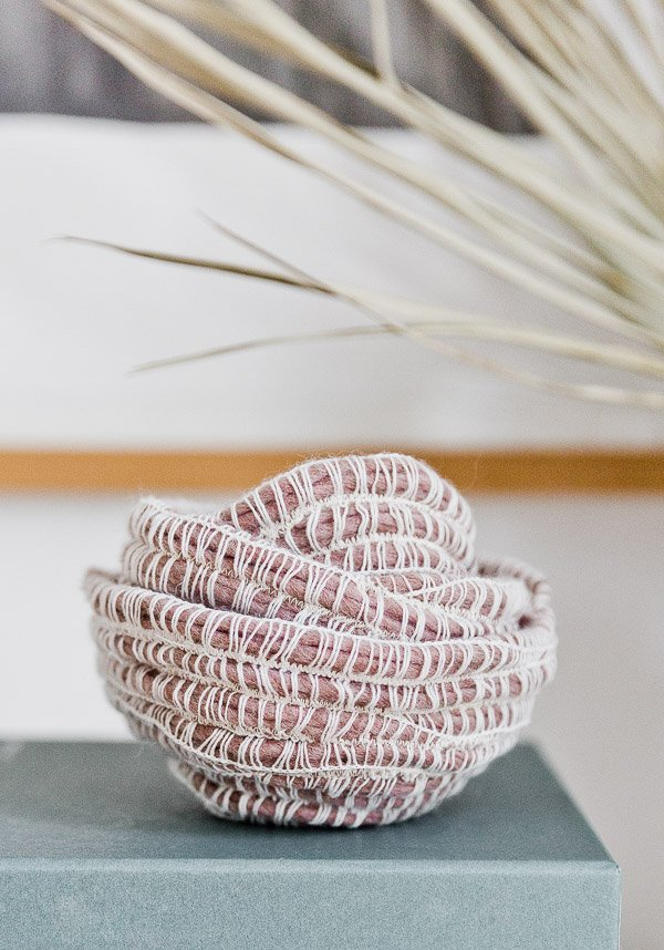 A unique take on DIY rope bowls. You can make 2-3 of these rope bowls for just a couple of bucks (in less than 10 minutes). They're so easy to make! #sewingdiy #easysewingproject #diy #diydecor #homedecor #organicmodern